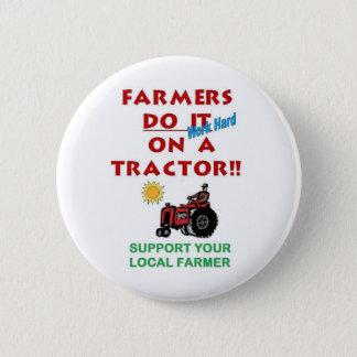Badge Rond 5 Cm Les agriculteurs le font sur un tracteur