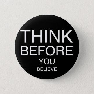 Badge Rond 5 Cm Pensez avant que vous croyiez (noir)