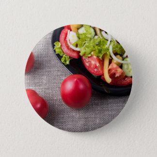 Badge Rond 5 Cm Tomates fraîches en gros plan et salade de vue