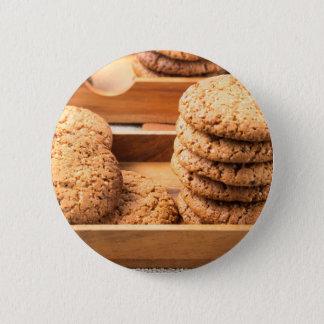 Badge Rond 5 Cm Vue en gros plan sur des biscuits d'avoine dans