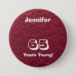 Badge Rond 7,6 Cm 65 ans de jeune de poupées de Pin de bouton cadeau