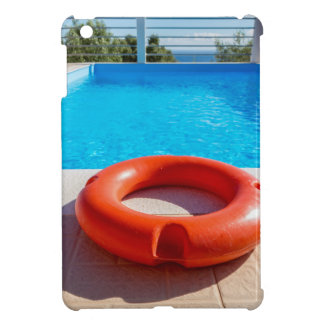 Balise de vie orange à la piscine bleue étuis iPad mini