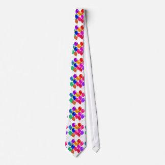 Ballons de partie dans un arc-en-ciel de couleurs cravate