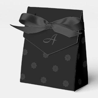 Ballotin de rose de noir avec le monogramme boites de faveur