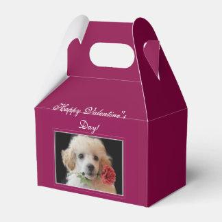 Ballotins Boîte-cadeau de chiot de caniche de heureuse