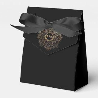 Ballotins Mandala floral d'or de monogramme noir de mariage