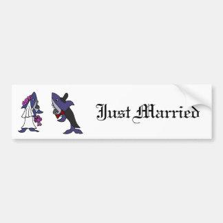 Bande dessinée drôle de mariage de jeunes mariés autocollant de voiture