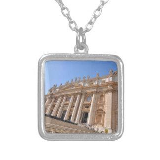 Basilique de San Pietro à Vatican, Rome, Italie Collier