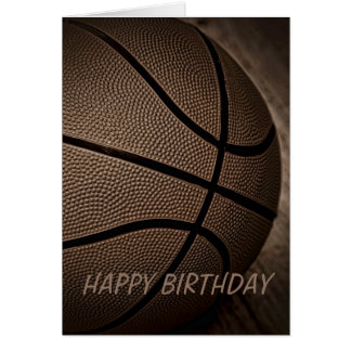 Basket-ball dans la carte de joyeux anniversaire