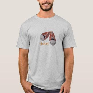 Baskets rouges 5rArte de T-shirt
