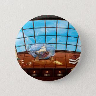 Bateau dans une bouteille sur la mer badge rond 5 cm