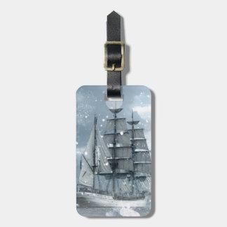 bateau de pirate vintage de tempête de neige étiquette à bagage