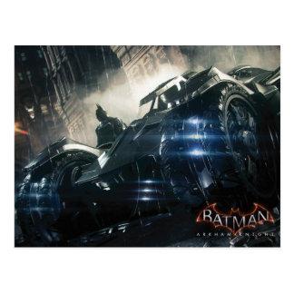 Batman avec Batmobile sous la pluie Carte Postale