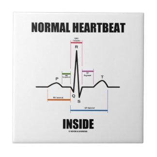 Battement de coeur normal à l'intérieur carreau