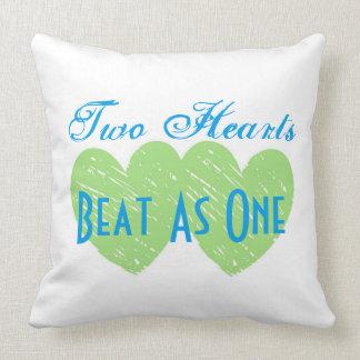 Battement de coeurs du bébé deux de coton en tant oreiller