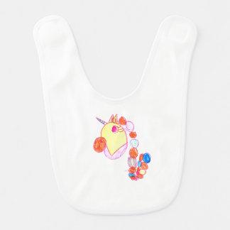 Bavoir blanc de bébé avec le dessin de la licorne