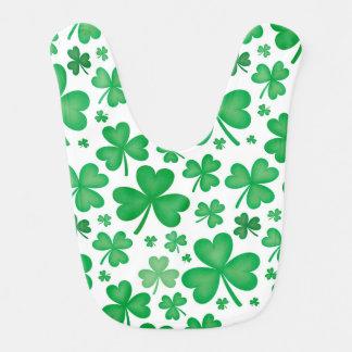 Bavoir irlandais vert de bébé de shamrock