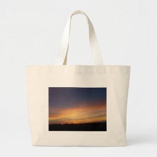 Beau coucher du soleil grand sac