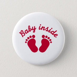 Bébé à l'intérieur des pieds badge rond 5 cm