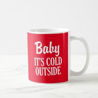 Bébé c'est tasse de café drôle de Noël d'extérieur