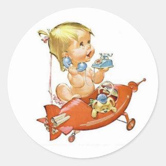 Bébé vintage mignon au téléphone sticker rond