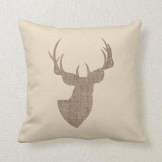 Beige et silhouette de cerfs communs de toile de oreiller