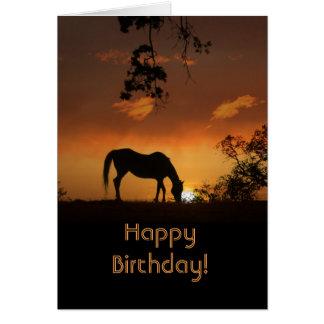 Bel anniversaire de cheval de matin de lever de carte