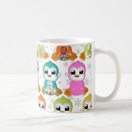 Belles fleurs colorées mignonnes de pingouins tasse à café