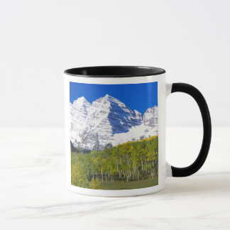 Bells marron avec la forêt de tremble d'automne mug