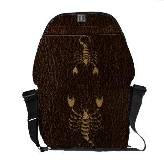 Besace Scorpion simili cuir