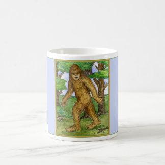 Bigfoot dans la tasse en bois