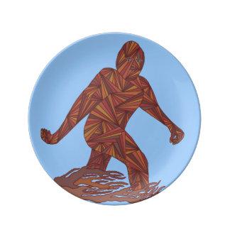 Bigfoot Sasquatch de marche sur décoratif bleu Assiettes En Porcelaine