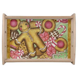 Biscuits de Noël servant le plateau de