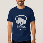 Blanc nommé d'écouteur du DJ sur le T-shirt