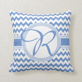 Bleu cursif et blanc de monogramme de couleur coussin