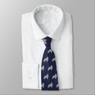 Bleu marine de motif de silhouettes de colley cravate