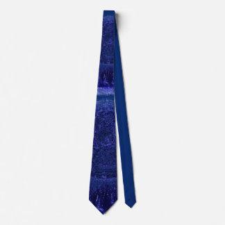 Bleu sur la cravate bleue de conception de croix