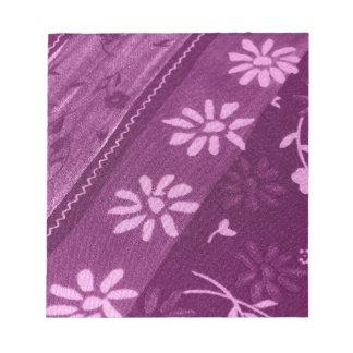 Bloc-note Partie de douche rose pourpre de vignes de fleurs