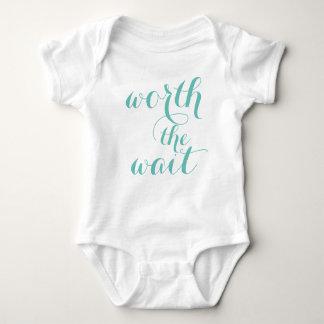 Body En valeur le costume de corps de bébé d'attente