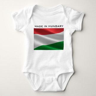 Body Habillement hongrois de drapeau des textes faits