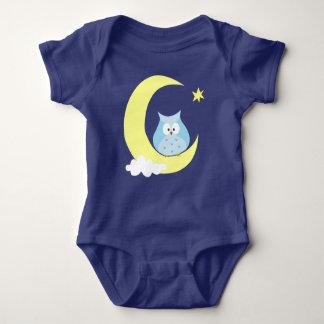 Body Hibou se reposant sur la lune