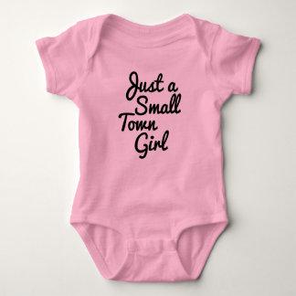 Body Juste une chemise de bébé de fille de petite ville