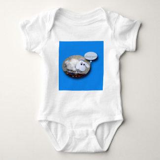 Body Moutons mignons soutenus dans la combinaison de