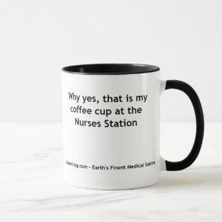 Boire à la station d'infirmières mug