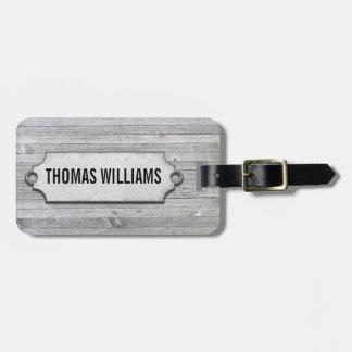 bois patiné gris avec l'étiquette biseautée étiquette à bagage