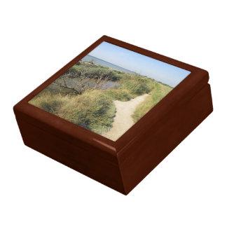 Boîte à souvenirs décor chemin au bord de l'eau