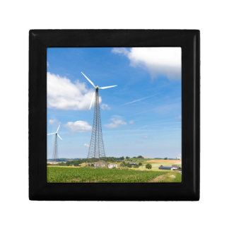 Boîte À Souvenirs Deux moulins à vent dans la zone rurale avec le