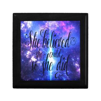 Boîte À Souvenirs Elle a cru en cieux iridescents