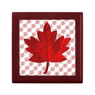 Boîte À Souvenirs Feuille de Canada-Érable par Shirley Taylor