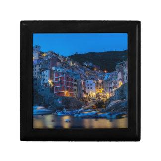 Boîte À Souvenirs Riomaggiore la nuit Cinque Terre Ligurie Italie